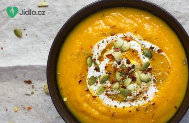 Dýňová polévka s chilli a smetanou