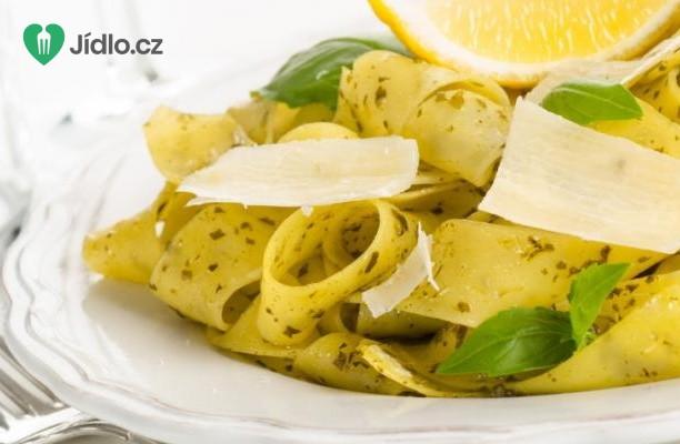 Jarní zeleninové tagliatelle s citronem a pažitkou