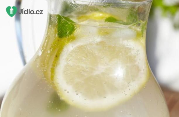 Zázvorová limonáda s  medem a citronem