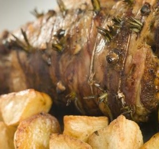 Řecké pečené jehněčí s novými brambory