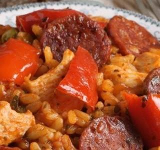 Španělské kuře s chorizem nebo klobásou a rýží