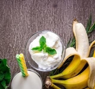 Banánový koktejl se zmrzlinou