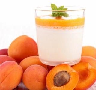 Dezert panna cotta s meruňkovou polevou