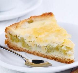 Drobenkový rebarborový koláč
