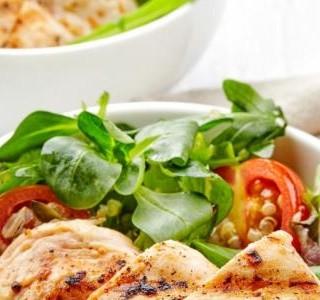 Grilované kuřecí maso se zeleninovou miskou