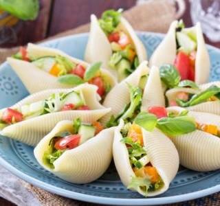 Italský  salát v Jumbo mušlích