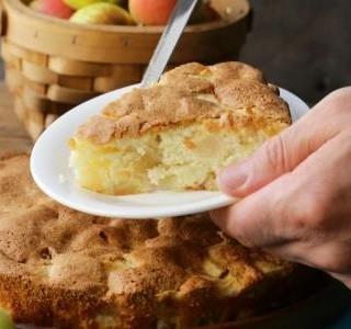 Jablečný koláč se zázvorem