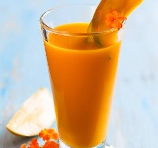 Jahodovo mangovo jogurtové smoothie