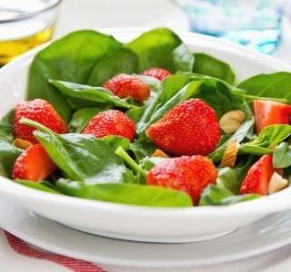 Jahodovo špenátový salát