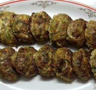 Karbanátky s mrkví a jarní cibulkou