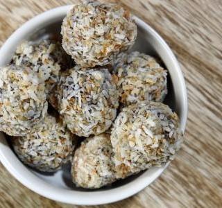 Kuličky ze sušených meruněk a kokosu