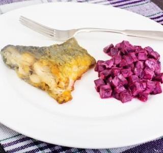 Marinovaný kapr  a salát s červenou řepou