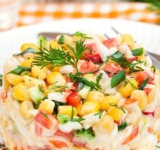 Okurkový salát s krabími tyčinkami
