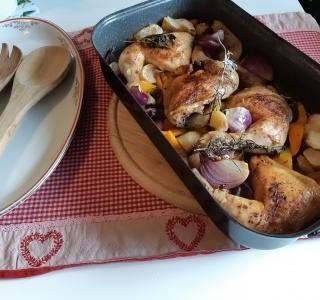 Pečené kuře s dýní,  jablky a bylinkami