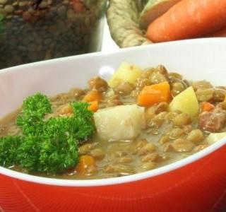 Pikantní čočkový rendlík s brambory a mrkví