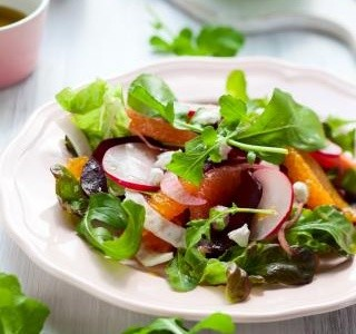 Pikantní salát s ovocem