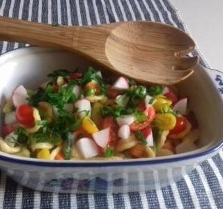 Pikantní těstovinový salát
