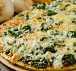 Pizza se špenátem a artyčokem