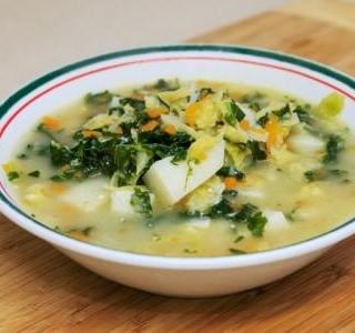 Polévka z bílých fazolí  s česnekovým olejem