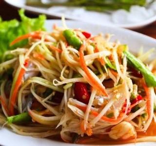 Raw mungo salát s mátou a koriandrem