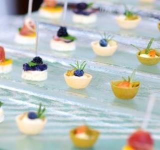 Sýrové chuťovky s ovocem a bylinkami