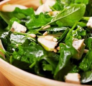 Salát z čerstvého špenátu