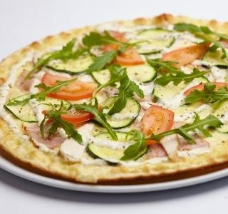 Sýrová pizza s cuketou