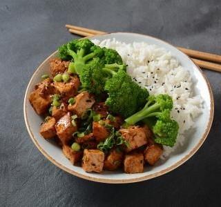 Teriyaki tofu s brokolicí