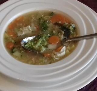 Zeleninová polévka s brokolicí, mrkví a bramborami