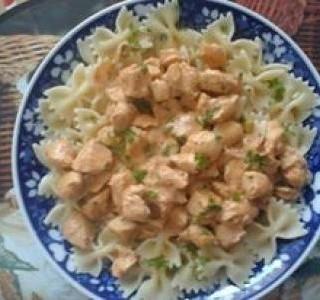 Těstoviny s kuřecím masem
