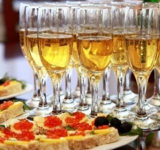 Je libo šampaňské a kaviár?