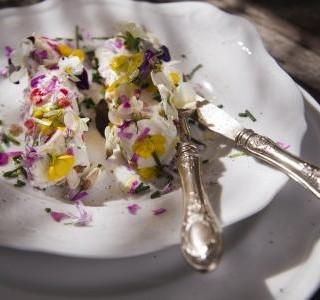 Jedlé květiny, které vám rozzáří talíř a vykouzlí úsměv na tváři