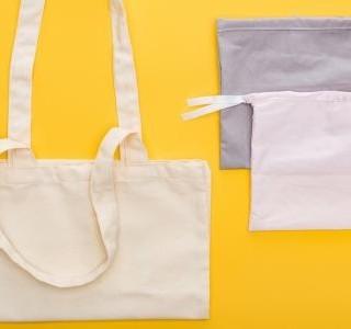 Na nákupech mají zelenou textilní sáčky a tašky - dejte vale plastům...