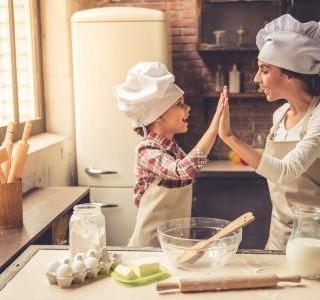 Naučte své děti vařit - získají tak povědomí o zdravých potravinách...