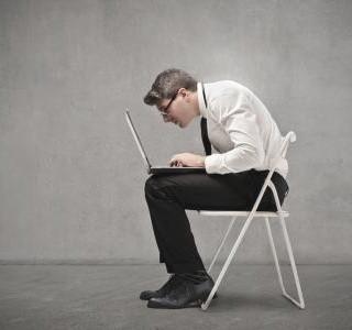 Zásady správného sezení, aby vás neproměnilo sedavé zaměstnání...
