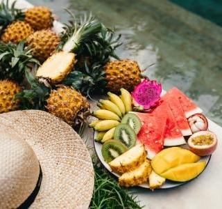 Zchlaďte se v tropických letních dnech ochlazujícími jin potravinami…