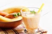 Banánové smoothie s jablkem a mrkví