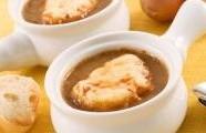 Klasická francouzská cibulová polévka