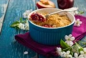 Rebarborovo-jahodový crumble