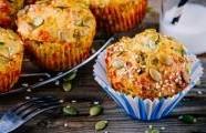 Slané muffiny ze špenátu, cukety a sýru feta