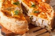 Slaný koláč s houbami a kuřecím masem