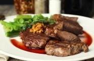 Steaky s  třešňovou omáčkou