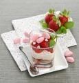 Tiramisu s jahodami ve sklenicích