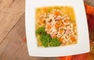 Bílá fazolová polévka s uzeným masem