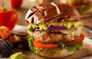 Hamburger s kuřecím masem a s jalapeno