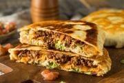 Hovězí quesadilla se sýrem a guacamole