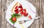 Kokosový koláč s jahodami