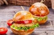 Kuřecí burgery se sýrem feta