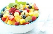 Ovocný salát s kiwi, jahodami a mangem