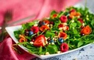 Ovocný salát s rukolou